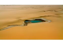 沙漠里的水源