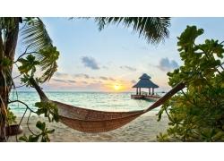 天空夕阳大海沙滩背景图片