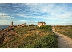海边城堡灯塔风光