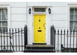 黄色的房门