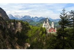 山峰上的城堡