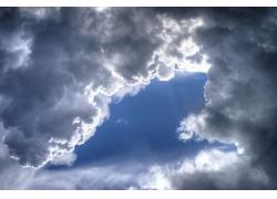 天空阳光云朵背影