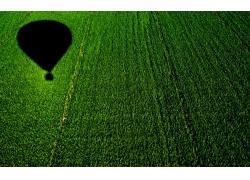 田园的热气球影子
