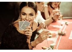 打牌的性感美女