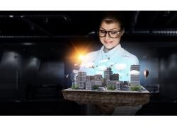 看城市建筑模型商务美女