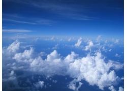 俯瞰高空里的云朵