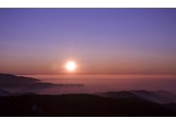 山峰日出美景