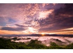 云雾红霞日出风光