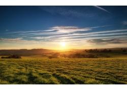蓝天下的草原