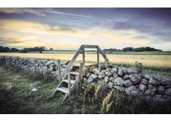 田园石围墙风景