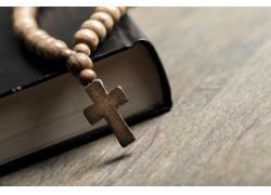带佛珠的十字架