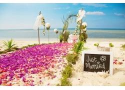 沙滩上的婚礼现场