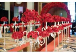 婚礼现场上的红色玫瑰花