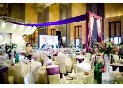 室内婚礼现场桌椅布置