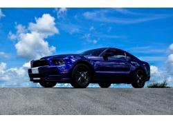 蓝天白云汽车摄影