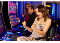赌博赢钱的美女