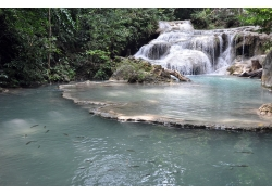 瀑布与河流