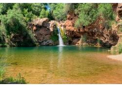 旅游景区瀑布与湖水
