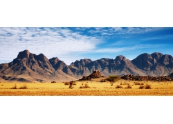 山脉草原风景