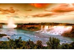 天空下的瀑布与河流