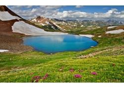春天湖泊草地风景