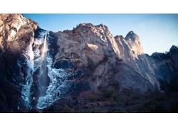 石壁上的瀑布