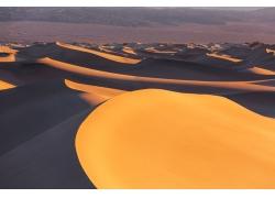 连绵的沙丘风景