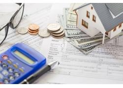 文件上的计算器与房子模型