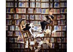 看书的儿童图片