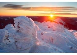 雪山日落风景