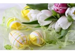 丝带彩蛋和花朵图片