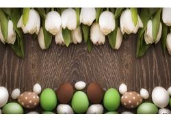 白色郁金香和彩蛋图片