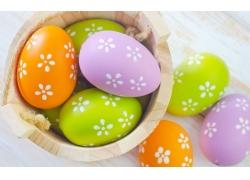木桶中的彩蛋图片