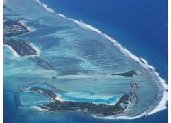 鸟瞰海洋与岛屿