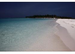 傍晚的海洋与沙滩