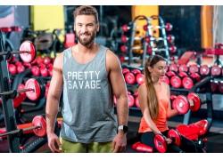 健身房里的快乐男女