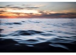 夕阳下的海面