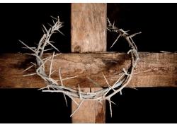 十字架上的圆形刑具