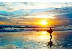 海滩上的日落风光