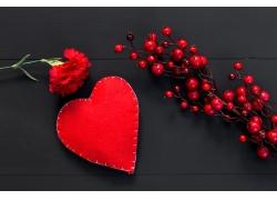 红色爱心和康乃馨