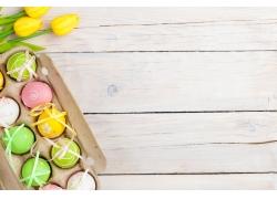 花卉和纸盒里的彩蛋