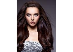 一头漂亮头发的欧美女人
