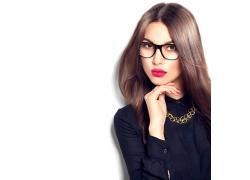 戴黑框眼镜的欧美女人