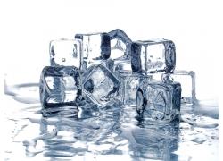水中的冰块