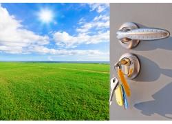 打开门里的蓝天草地