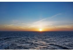 落日下的海洋风景