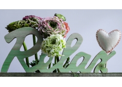 花朵饰品和放松字样图片