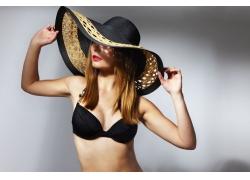戴帽子的泳装美女