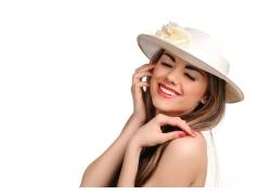 戴帽子的女士