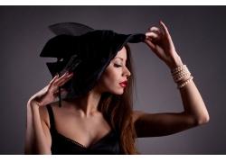 戴帽子的性感女子